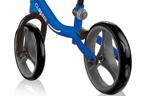 The two highly-resistent Eva Foam tyres with composite rims will deliver a smooth, puncture-free ride.